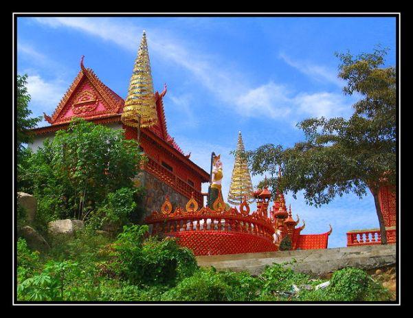 """Main shrine at Ba Phnom - photo by """"doonstra"""", Trekearth (http://www.trekearth.com/gallery/Asia/Cambodia/East/Prey_Veng/photo360519.htm)"""