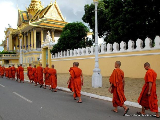 monks-phnom-penh