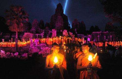 cambodia-monks_1626147i