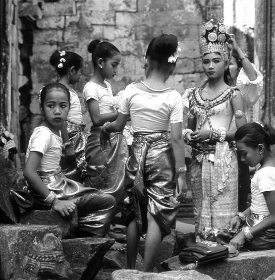 ob_7837f5_4-32-young-dancers-in-siem-reap.jpg