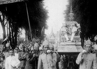 Sihanouk+crowning-738555.jpg